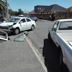 A Uber driver collided with another vehicle on the corners of Van Riebeeck and Dingle Roads in Goodwood after he got mugged soon after picking up his passengers. All patients are in a stable condition and refused ambulance treatment, thank you SAPS and AM